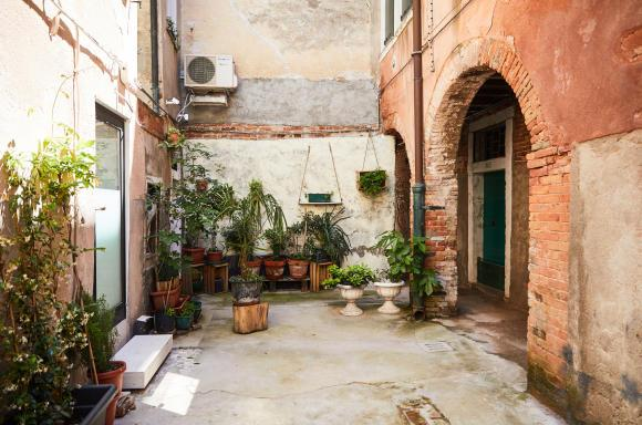 Courtyard entrance to StudioGiardini. Photo by Paulina Westerlind