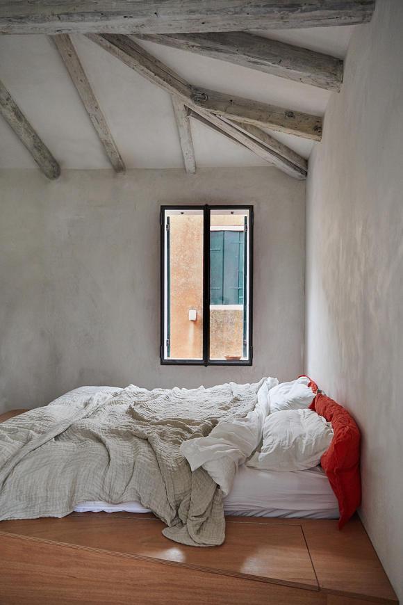 StudioGiardini's master bedroom. Photo by Paulina Westerlind