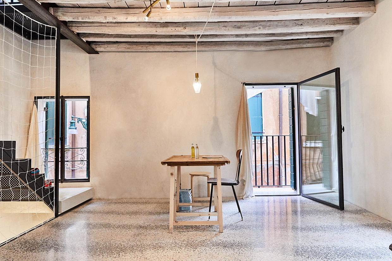 Studio Giardini townhouse, middle floor. Photo by Paulina Westerlind